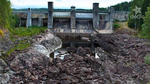 Râuri: stop finanțărilor pentru proiecte comuniste