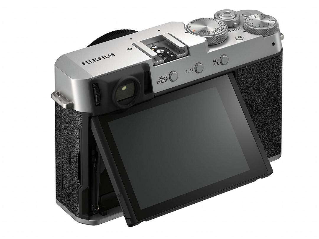 Fujifilm-X-E4-Silver-Body-03
