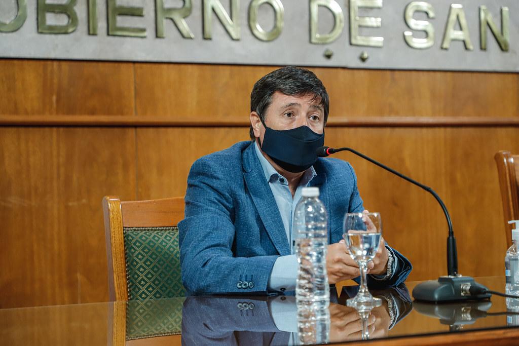 """28-01-2021 PRENSA: Uñac y Arroyo firmaron convenio en el marco del programa """"Banco de Maquinarias, Herramientas y Materiales para la Emergencia Social"""""""