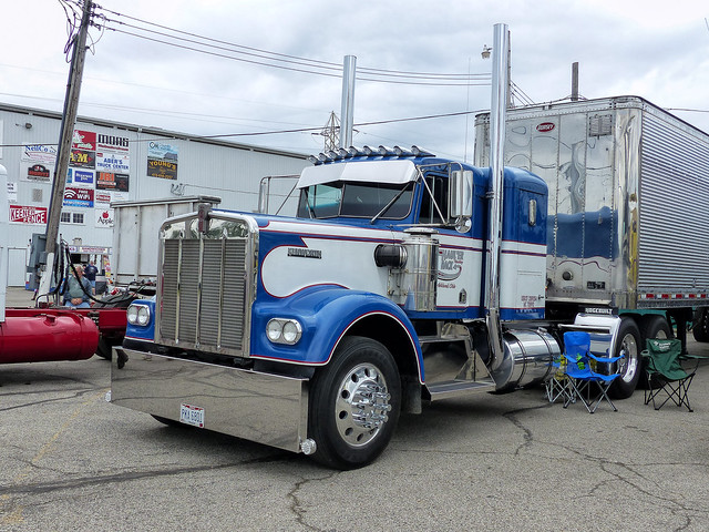 Haul'er Back Trucking's Kenworth Semi Tractor & Dorsey Trailer
