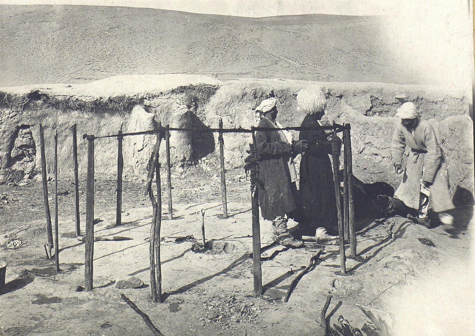 Установка чаппари живущими в кишлаке Сеид-Башура хазарейцами