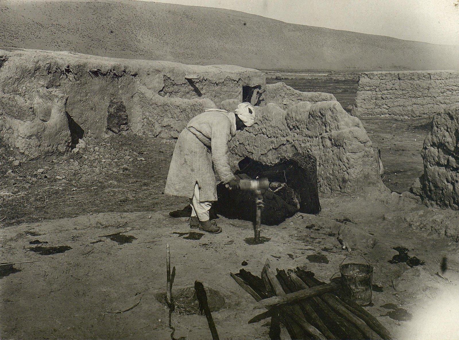 Проделывание лунок для кольев чапптари