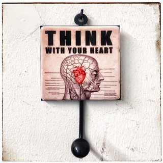 #thinkwithyourheart #henribanks #creativegifts #marble #garderobehaken