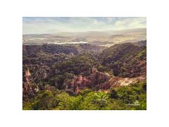 Gabon... Le Canyon rose..
