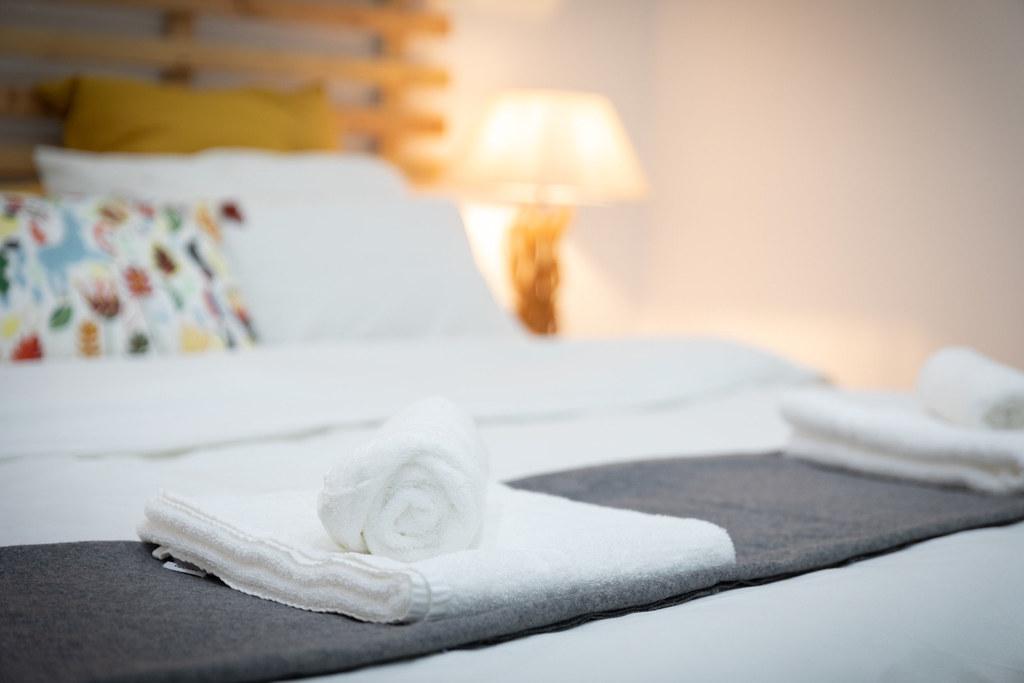 KINGSIZE BED  ROOM 2 VINE COTTAGE