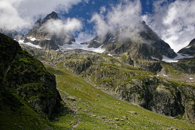 Shy peaks