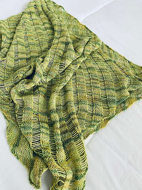 Connie finished this Clapotis by Kate Gilbert (free on Ravelry) using up stash yarn in the prettiest shade of green!