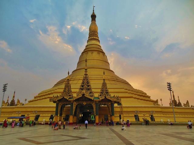 MYANMAR ,Burma , Naypyidaw die neue , ganz spezielle Hauptstadt, rund um die neue, gigantische Friedenspagode-Uppatasanti-Pagode, auf der Plattform,  78168/13352