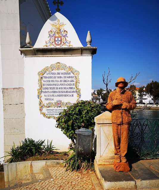 Monumento a los Heroes de Tavira y Faro en entrada al puente Romano Tavira Algarve Portugal