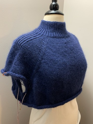 I have separated the body and the sleeves of my Paloma by Espace Tricot! I have 3 inches of the body knit!