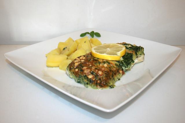 Iglo Gourmet fillet spinach cheese - Side view / Iglo Schlemmerfilet Blattspinat Käse & Kartoffeln - Seitenansicht