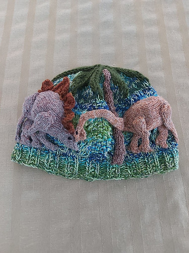 Sandi (sandima) test knit this awesome Dinosaurs in the Jungle Beanie by Joan Rowe! Pattern is available on Ravelry now!