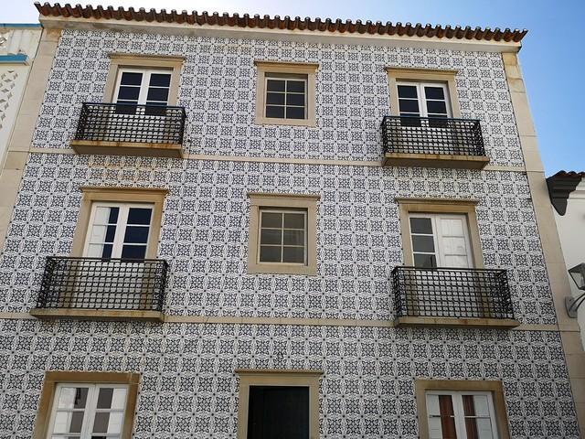 edificio o casa antigua fachada de azulejo de Tavira Algarve Portugal