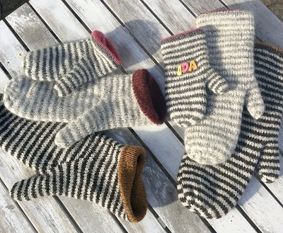 Luffe by Lone Kjeldsen are warm double mittens for the whole family with a unique thumb gusset!