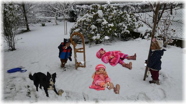 Jetzt gibt's eine Schneeballschlacht !! / Now there's a snowball fight !!