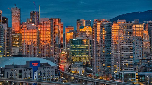 2021 vancouver vancouverbc vancouvercity cityofvancouver tedsphotos tedmcgrath cropped vignetting nikon nikonfx nikond750 nightscene sunrise sunreflection rogersarena viaduct dunsmuir dunsmuirviaduct streetscene street colorful colourful canada cans2s georgiaviaduct streetlamp buildings reflection luminarai