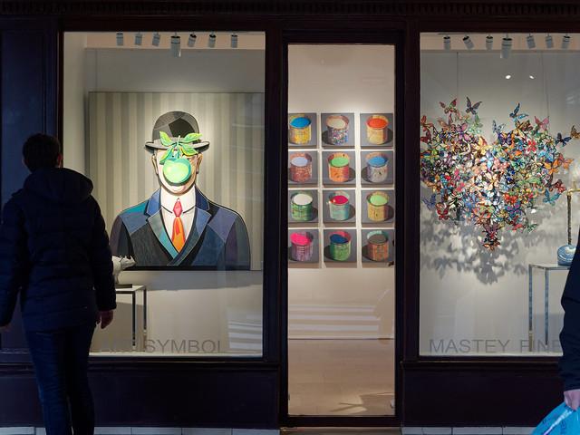 Magritte, Art symbol, place des Vosges, Paris