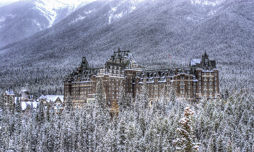 Banff_Springs_Hotel_-_Fall_2013-2
