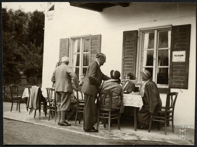 ArchivTappen2AAl2d624 Pause bei Mai-Bowle, Fotoalbum 1900-1930er