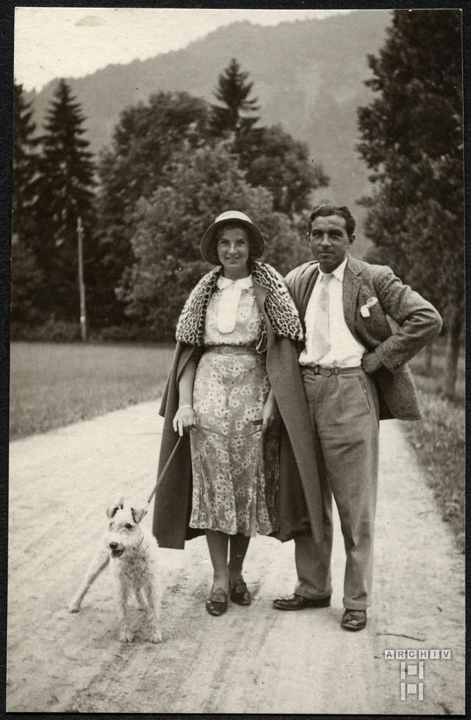 ArchivTappen2AAl2d626 Ehepaar mit Hund, Fotoalbum, 1900-1930er