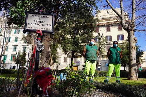 """ROMA ARCHEOLOGICA & RESTAURO ARCHITETTURA 2021. """"Pamela Mastropietro non deve essere dimenticata."""" Piazza re di Roma: Un'opera d'arte nel giardino di Pamela Mastropietro. Virginia Raggi / Instagram & Il Tempo (30/01/2021)."""