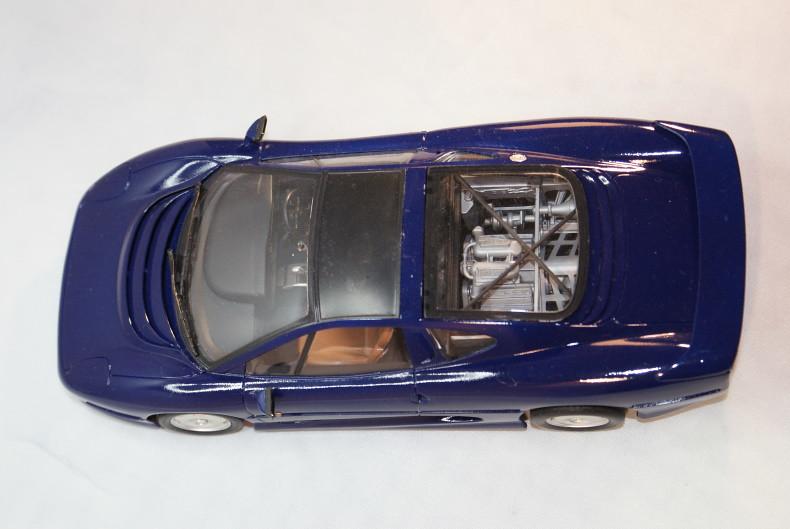 Jaguar XJ 220 [Revell 1/24] 50893502583_f1b90f043e_c