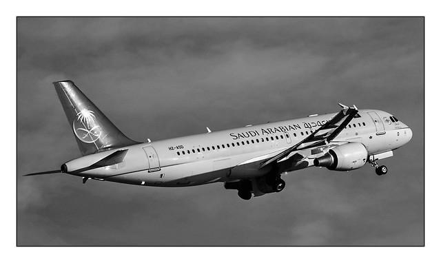 HZ-ASD - Saudia - Airbus A320-214