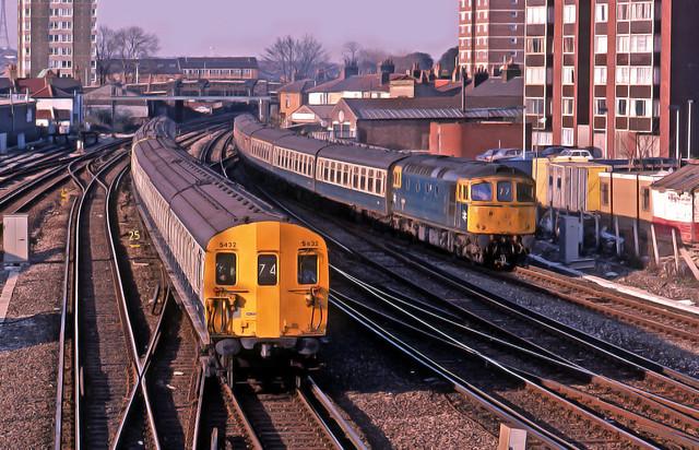 BR194 EPB5432 leads @ East Croydon 12-04-84