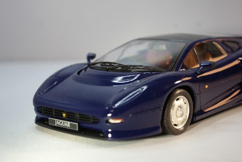 Jaguar XJ 220 [Revell 1/24] 50894215406_fcc0ea23e7_c