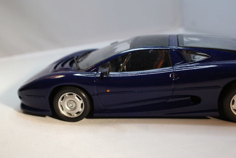 Jaguar XJ 220 [Revell 1/24] 50894333927_1aefdf0170_c