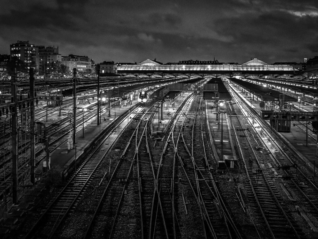 La nuit sur la Gare de l'Est... 50894857701_5913a54a5e_b
