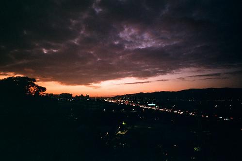 film analog copyright©jaredyehwooehmoehfilms sunset cloud 35mm twilight highway fuji traffic dusk superia taiwan natura freeway fujifilm analogue filmmaking 135film jaredyeh hiphopmilk