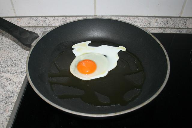 08 - Fry egg / Ei als Spiegelei braten