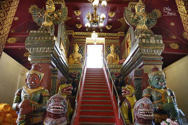 Wat Phra Mahathat Nakhon Temple