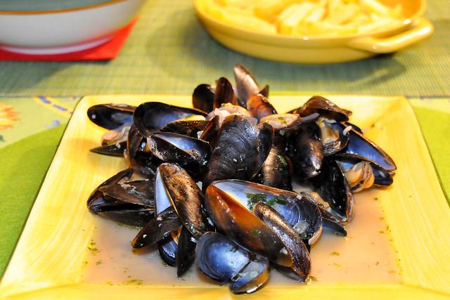 Januar 2021 ... Moules Marinieres (Muscheln auf Seemannart), Pommes frites und Feldsalat ... Brigitte Stolle
