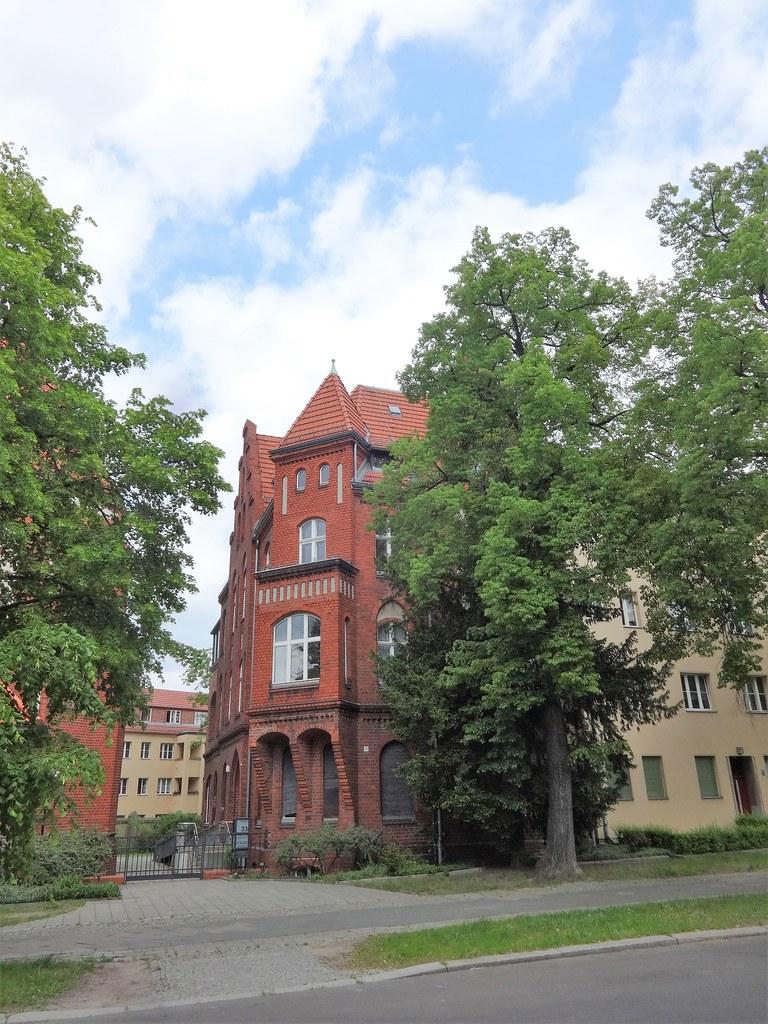 1907/09 Berlin neogotisches Pfarrhaus katholische Pfarrkirche St. Georg in Backstein von Hugo Schneider Kissingenstraße 34 in 13189 Pankow