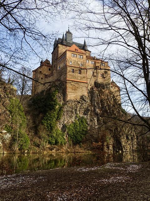 Am Fuß der Burg