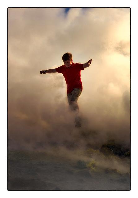 Petit homme dans les nuages