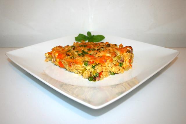 36 - Pasta bake with bacon & vegetables - Side view / Nudelauflauf mit Speck & Gemüse - Seitenansicht