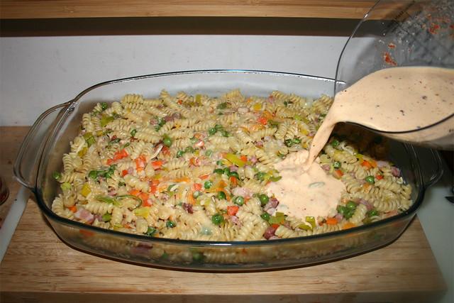 31 - Douse with cream egg mix / Mit Sahne-Ei-Mischung übergießen