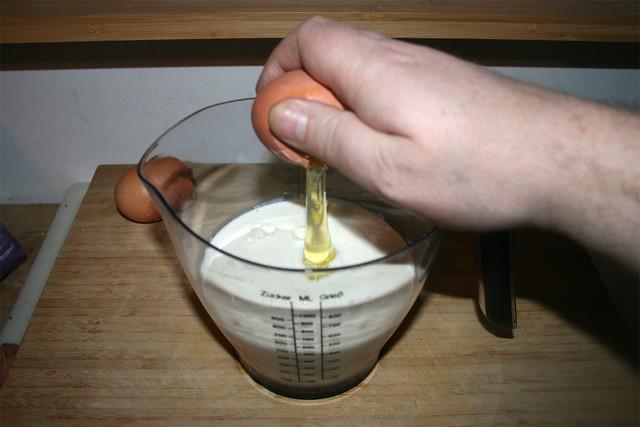 21 - Add eggs / Eier dazu gebeb