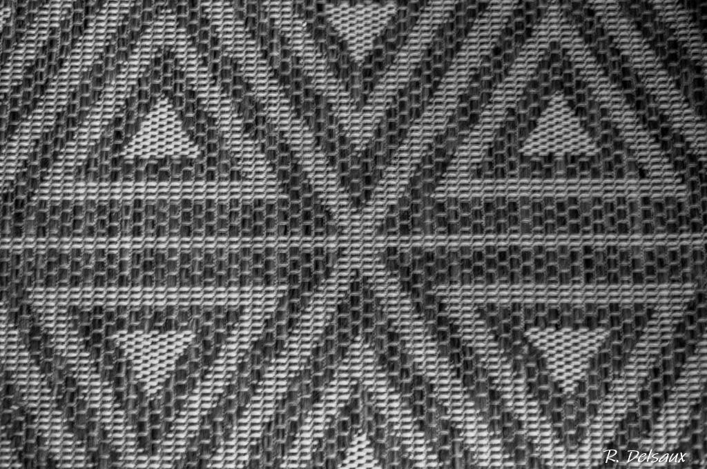Noir et Blanc / Sépia / Désaturation partielle / Traitements divers - Page 13 50898950826_a916ce35aa_o