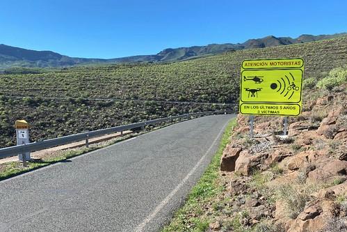 La nueva señal informativa para motoristas, instalada en el punto kilométrico 1 de la carretera GC-551