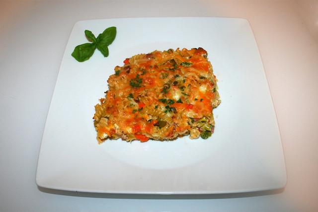 35 - Pasta bake with bacon & vegetables  Served / Nudelauflauf mit Speck & Gemüse - Serviert