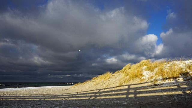 Winterfarben und Schatten am Meer