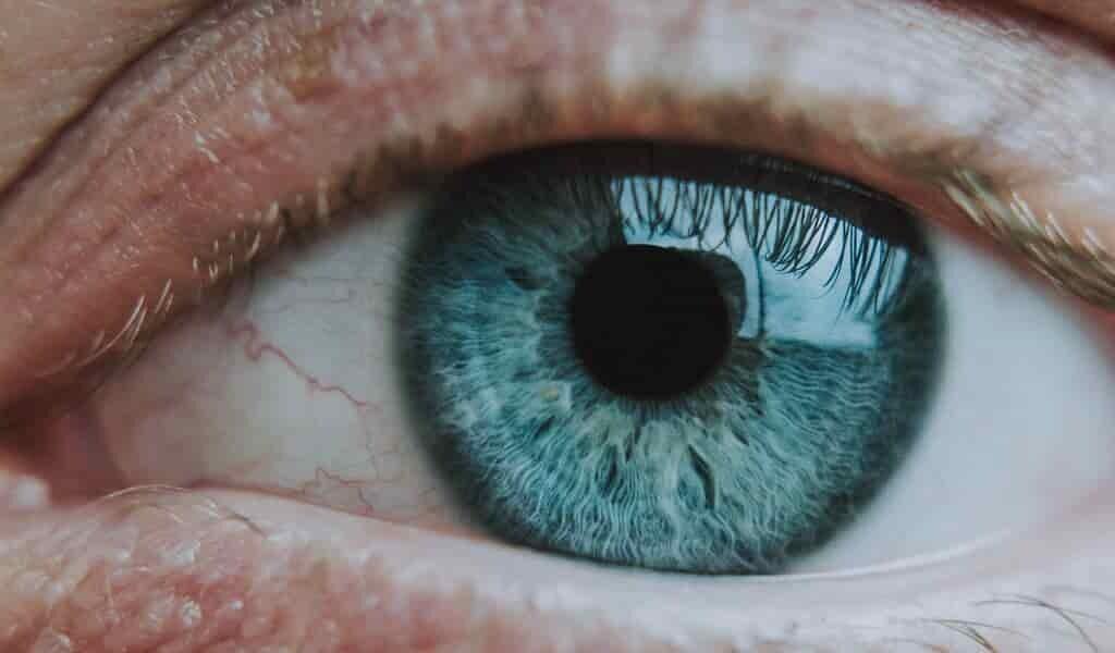 un-capteur-surveille-et-traite-les-yeux