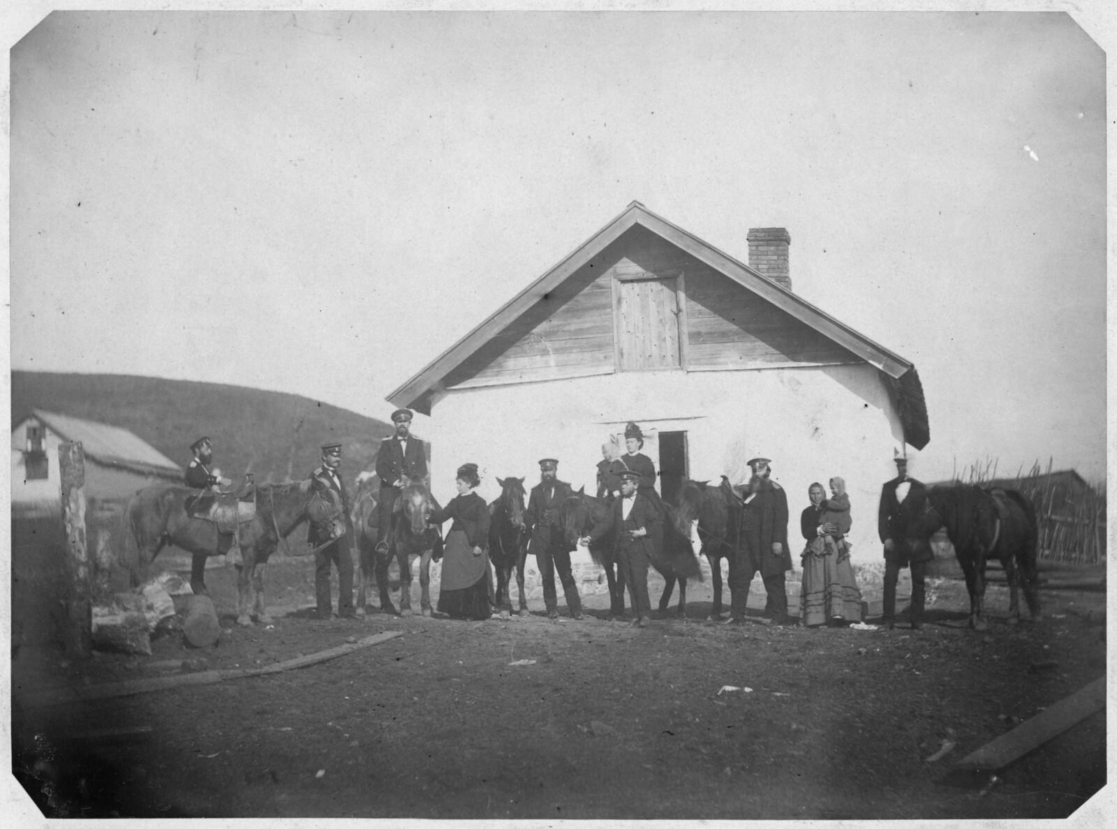 Группа у дома фотографа Шульца. 1875