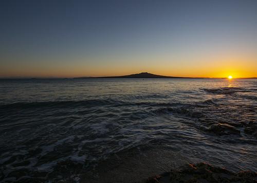 nz newzealand rangitotoisland hauraki gulf takapuna beach sunrise tide morning landscape waterscape auckland