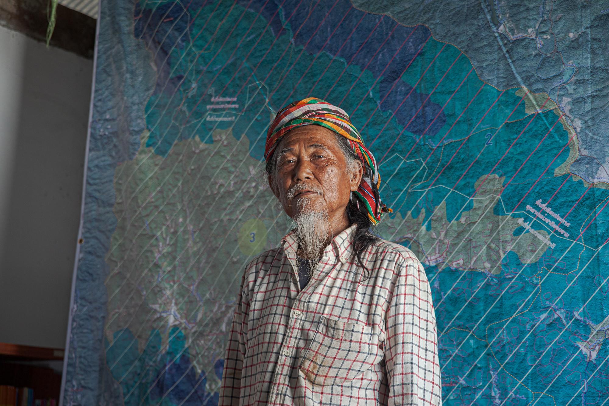 พะตีตาแยะ ยอดฉัตรมิ่งบุญ ปราชญ์ชาวปกาเกอะญอ แห่งหมู่บ้านสบลาน ต.สะเมิงใต้ ผู้ที่เป็นแกนนำชาวบ้านต่อสู้เพื่อพื้นที่ทำกินมาจนถึงปัจจุบัน ภาพถ่ายเมื่อ 7 พ.ค. 63 (ที่มา: ณัฐชานันท์ กล้าหาญ)