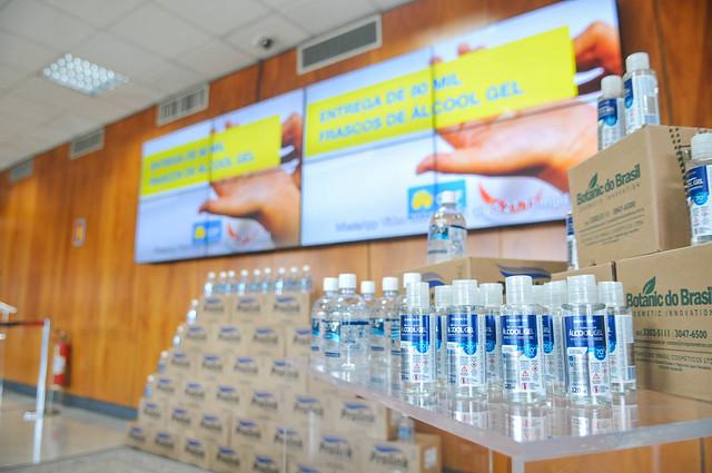 Feirantes recebem 80 mil frascos de álcool gel